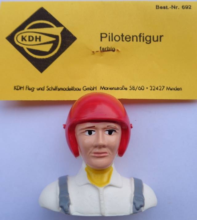Pilotenfigur, farbig, handbemalt, Breite; 53 mm, Höhe; 48 mm