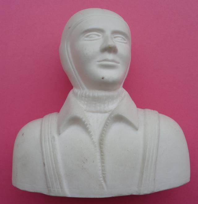 Sport-Pilot, unbemalt, Höhe ca, 10,5 cm, Breite ca. 11,5 cm