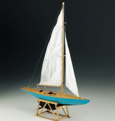 Segeljacht 5,5 Baukasten, Länge 39 cm