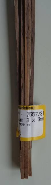 Nussbaum-Vierkantleisten 3 x 3 mm, Länge 1 m, 10 Stück