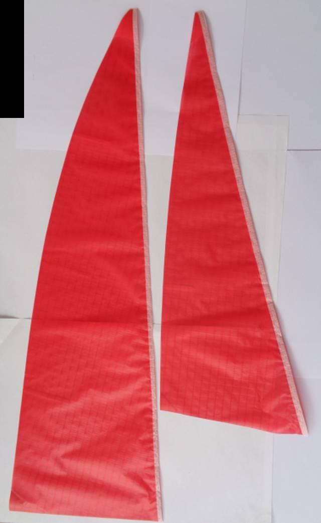 Segelsatz rot, 1. Segel 69 x 29, 2. Segel 54 x 20 cm